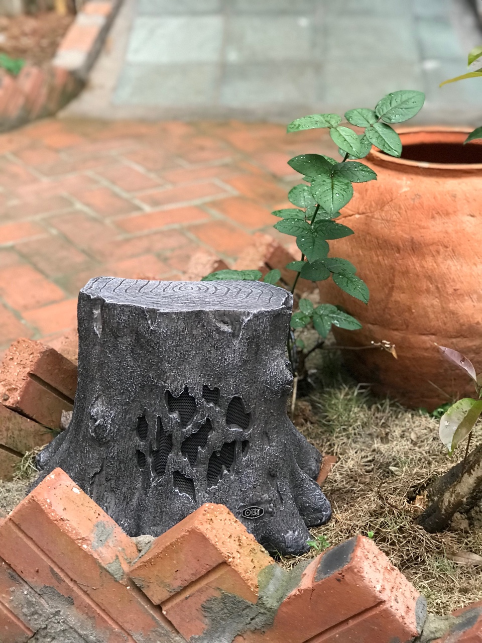 Loa sân vườn,loa giả đá,hệ thống loa trang trí sân vườn là gì ? 2