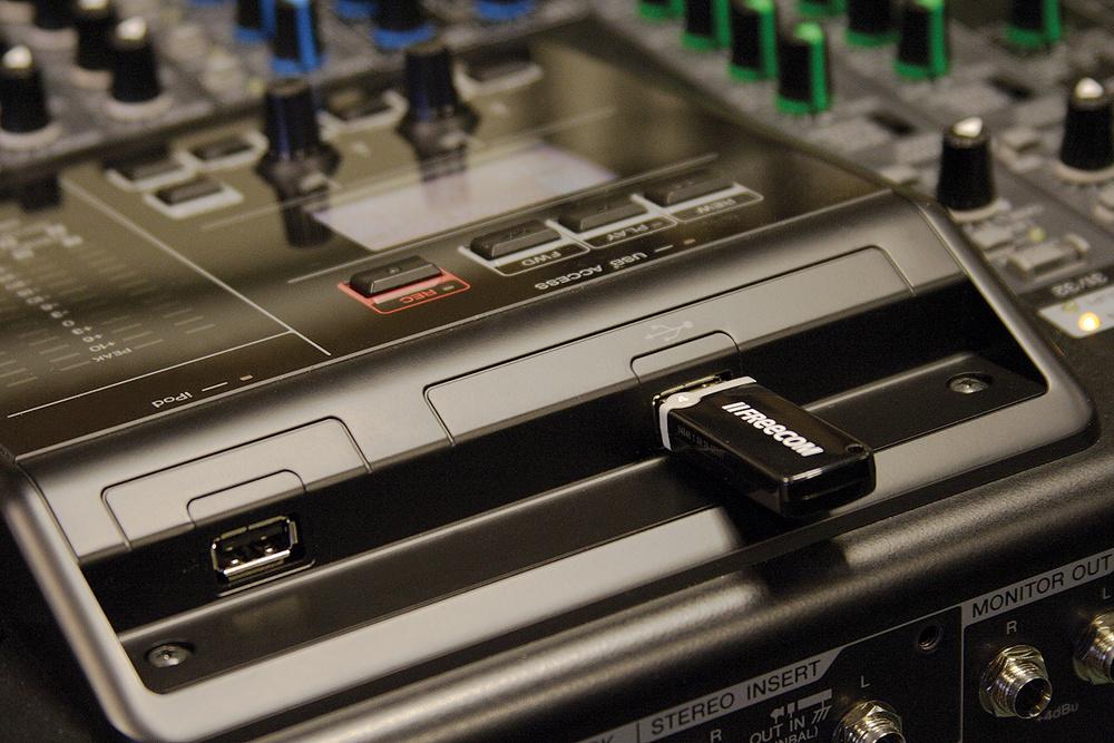 Bàn trộn âm thanh cao cấp nhất của Yamaha MGP32X 4