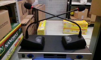 Giá loa Micro cổ ngỗng không dây OBT 820 hàng nhập khẩu 2