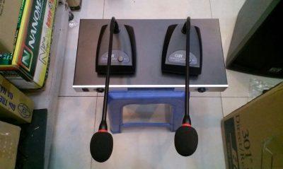 Giá loa Micro cổ ngỗng không dây OBT 820 hàng nhập khẩu 3