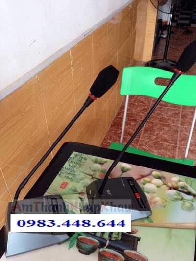 Micro chủ tịch OBT 3000A giá rẻ âm thanh tốt, độ hút tốt, tiếng trong 1
