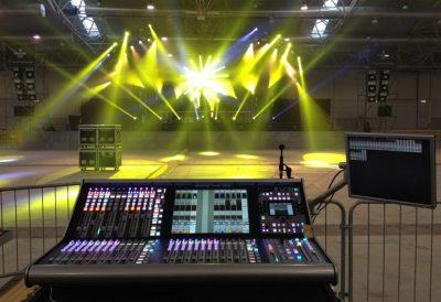 Thiết bị điều khiển ánh sáng sân khấu