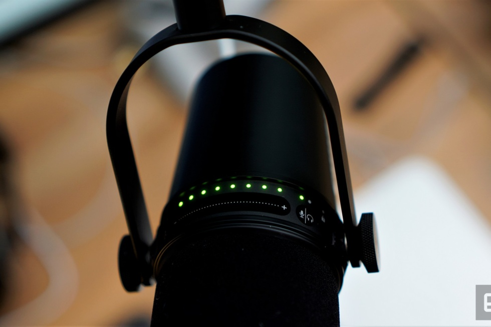 Micro Shure MV7 dành cho phòng thu âm chuyên nghiệp với kết nối USB