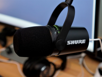 Micro Shure MV7 thu âm podcast