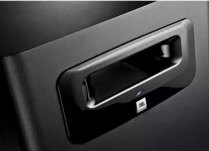 Lỗ thông hơi JBL Slip Stream™ trên loa sub JBL LSR310S