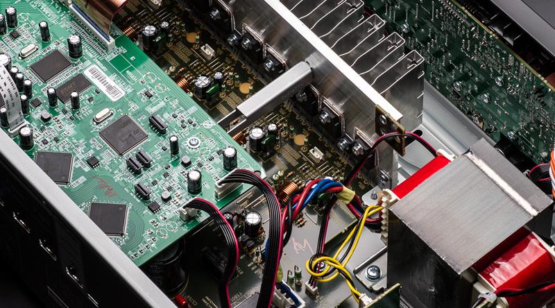 Amply Denon AVR-X550BT sử dụng nhiều công nghệ hiện đại