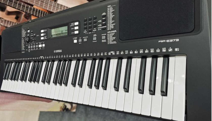 E373 có 61 phím
