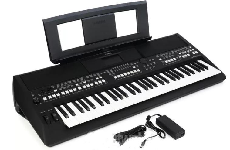 Yamaha PSR-S670 có 61 phím không cảm ứng