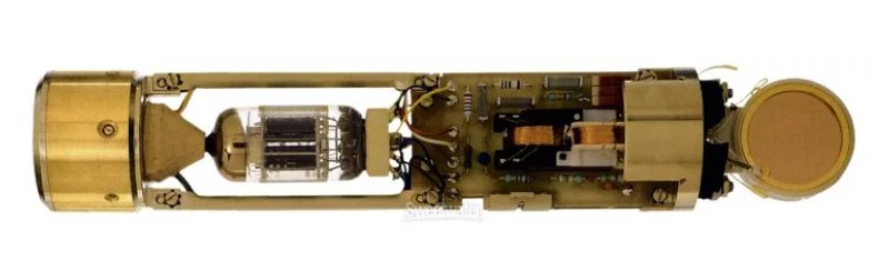 AKG C 12 VR làm bằng tay